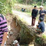 Kepala Desa Intenjaya Proritaskan Rehab Jembatan Gantung dan Pemberonjongan Sungai