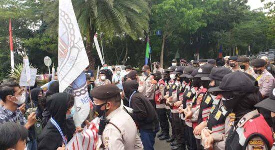 Langgar PPKM, 18 Mahasiswa Ditangkap Polisi Saat Demo Di Pemkab Tangerang