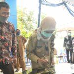 Bupati Lebak Iti Octavia Jayabaya saat meresmikan secara langsung Gedung Kantor PT BPR Lebak Sejahtera (Perseroda), di Kelurahan Muara Ciujung Timur, Selasa (19/10/2021).